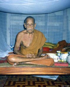 Luang Phor Nian post-179935-1324147662